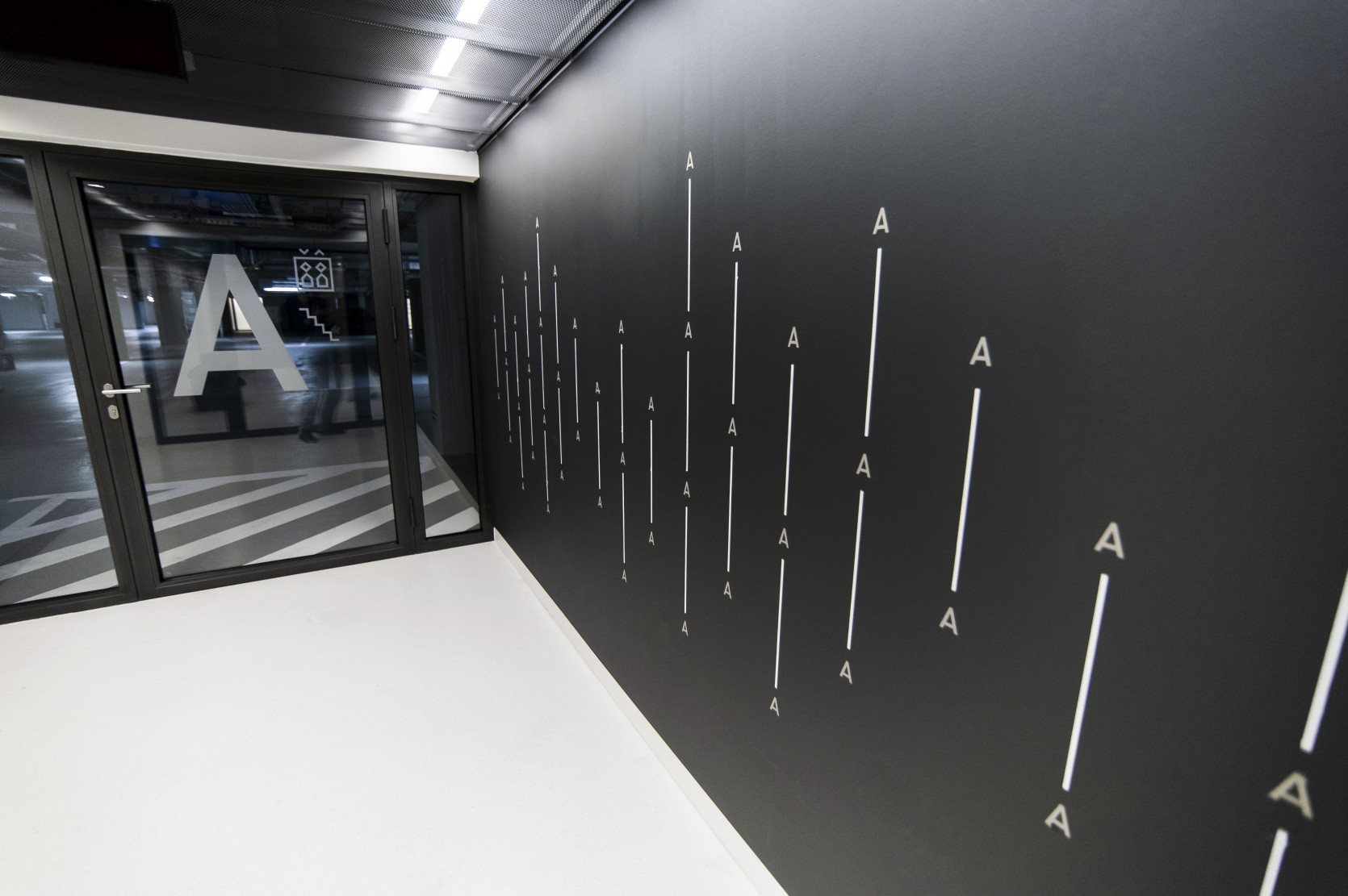 Royal Wilanów办公室导视、停车场导视、图标设计、EGD设计 © mamastudio