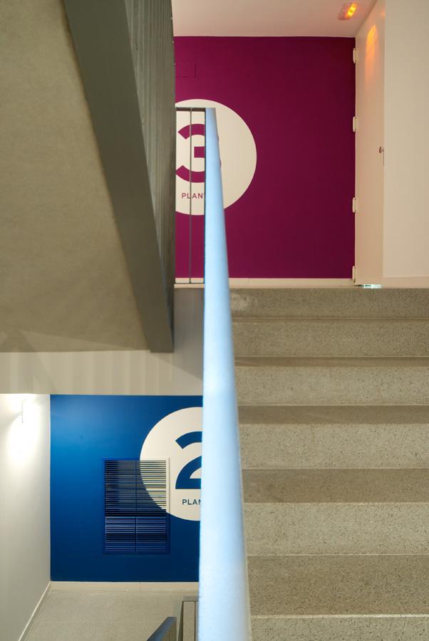 Còrsega 363办公楼导视设计 © Estudi Conrad Torras
