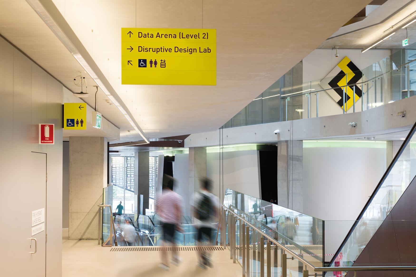 悉尼科技大学导视系统设计 © frostcollective,brandculture