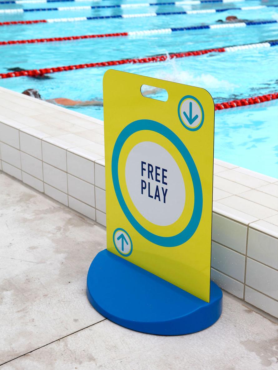 艾尔弗雷德王子公园游泳池导视设计 © frostcollective