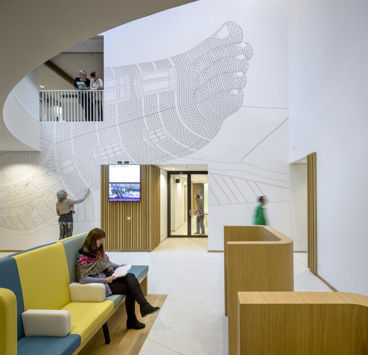 Zaans医疗中心环境图形、空间图形设计 © silo