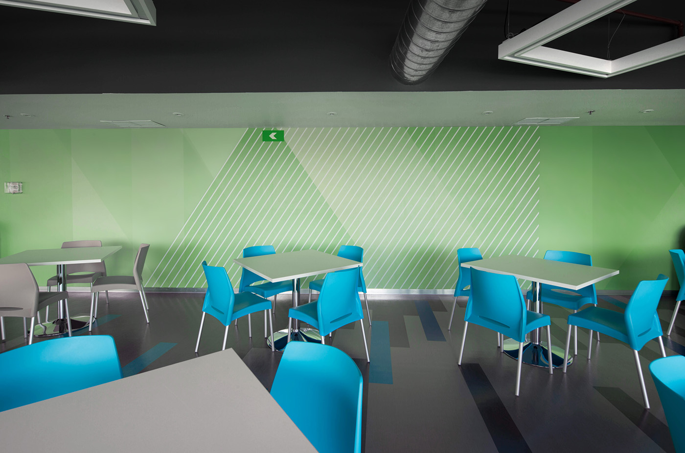 Softtek墨西哥办公室环境图形设计和标牌设计 © Pentágono Estudio