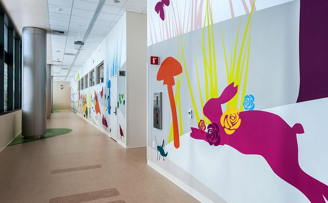 帕萨迪纳Shriners儿童医院环境图形设计 © blik,儿童医院软包装,医院环境文化设计