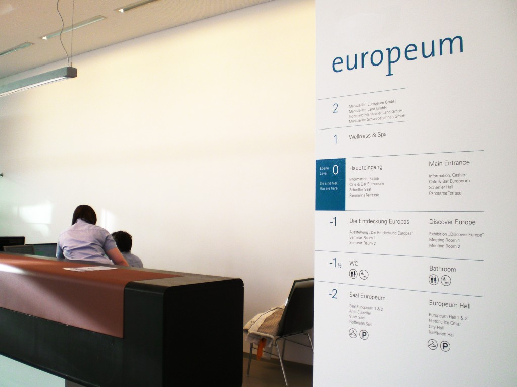 Europeum多功能会议中心标识系统©motasdesign
