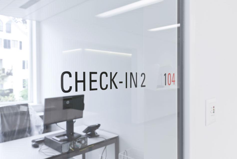 瑞士东部红十字会献血中心导视系统设计©feinform