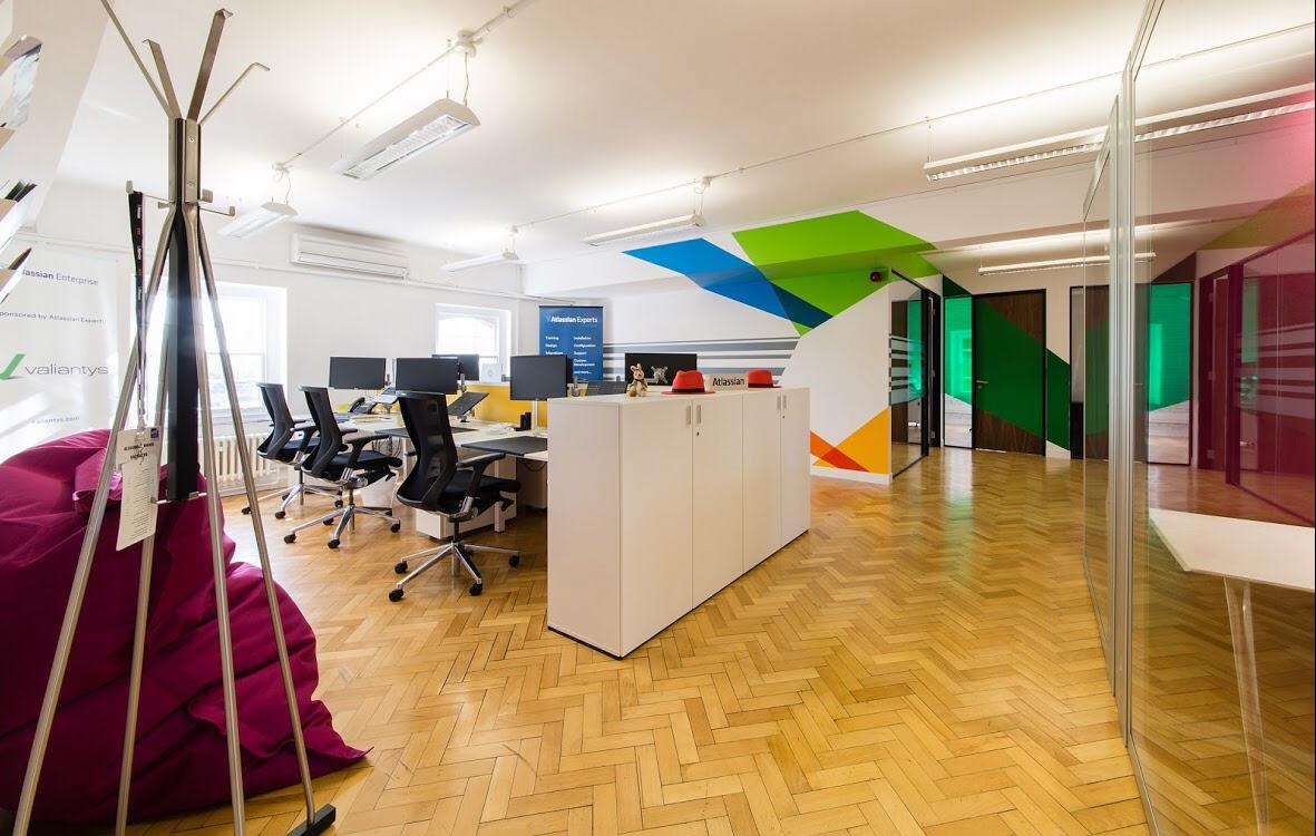 Valiantys 办公室环境图形设计©Soulful Creative