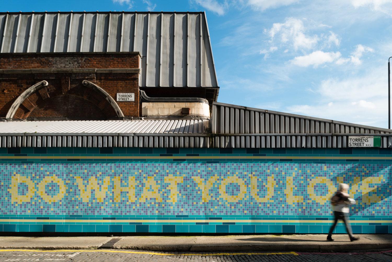 老天使车站围墙图形设计©Chris Page