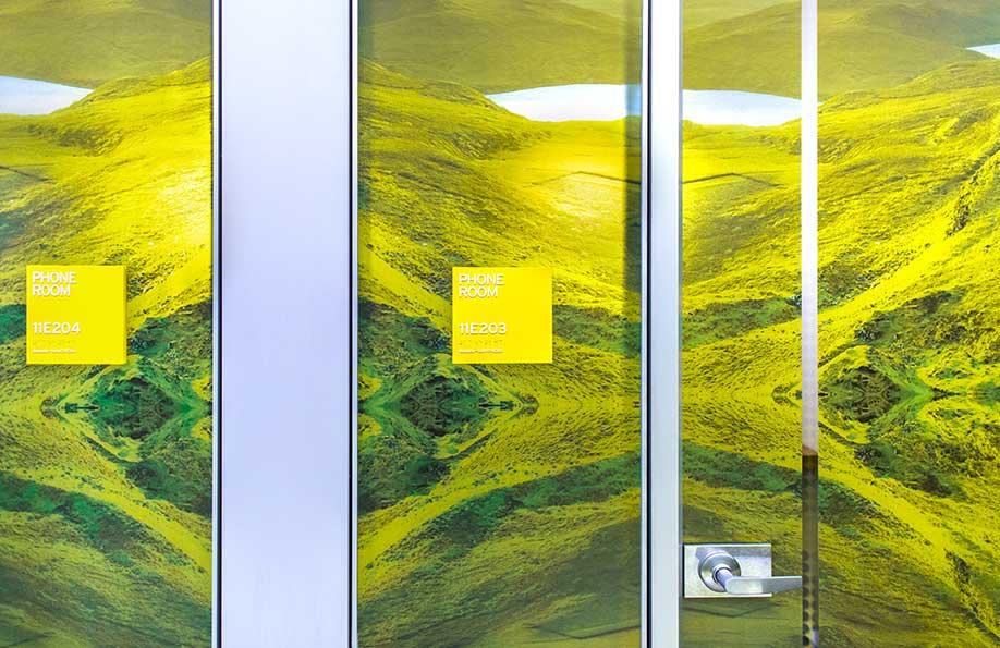 纽约总部办公室环境图形设计© Graham Hanson Design