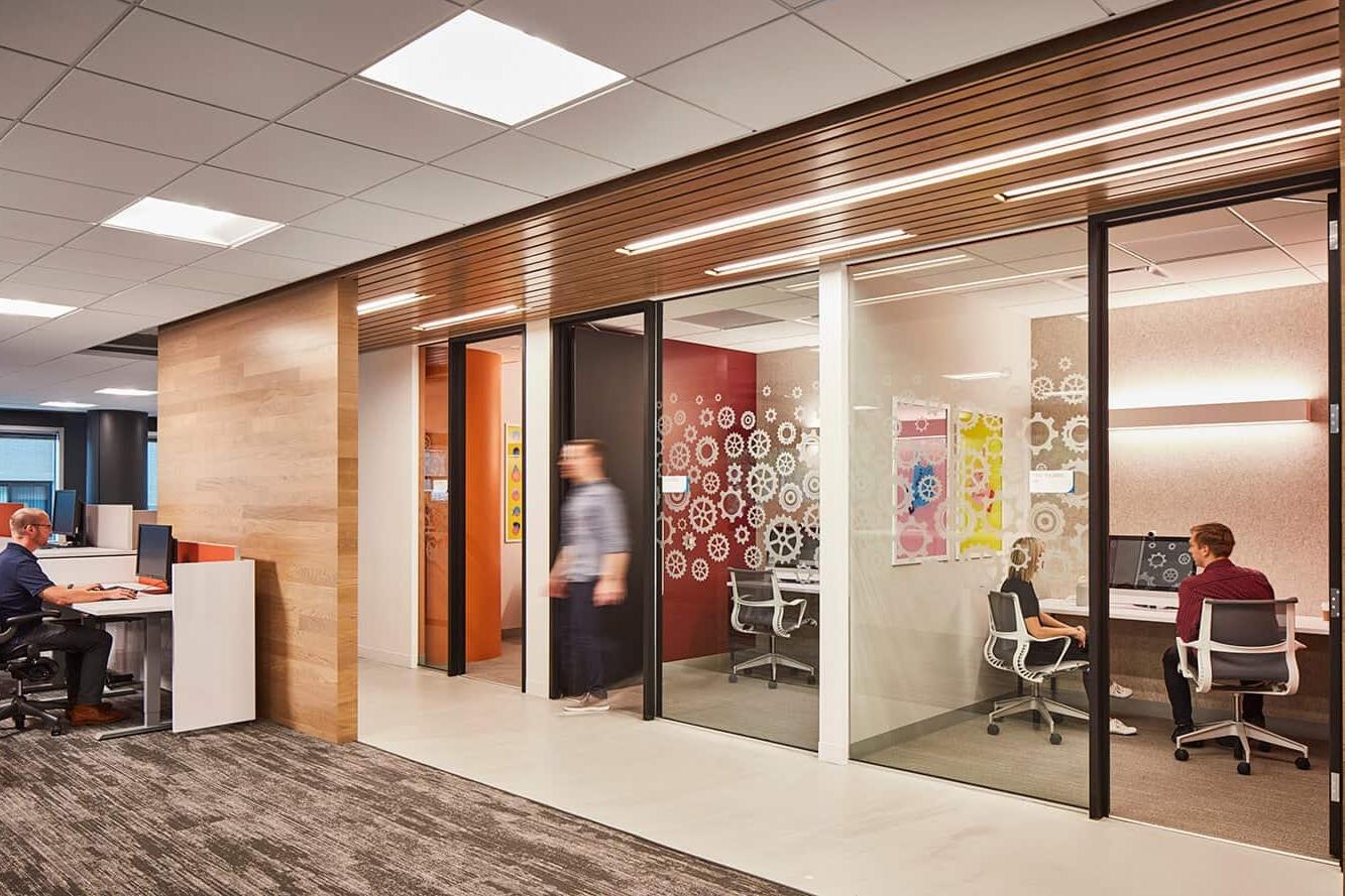 领英芝加哥办公室环境图形设计© Dimensional Innovation