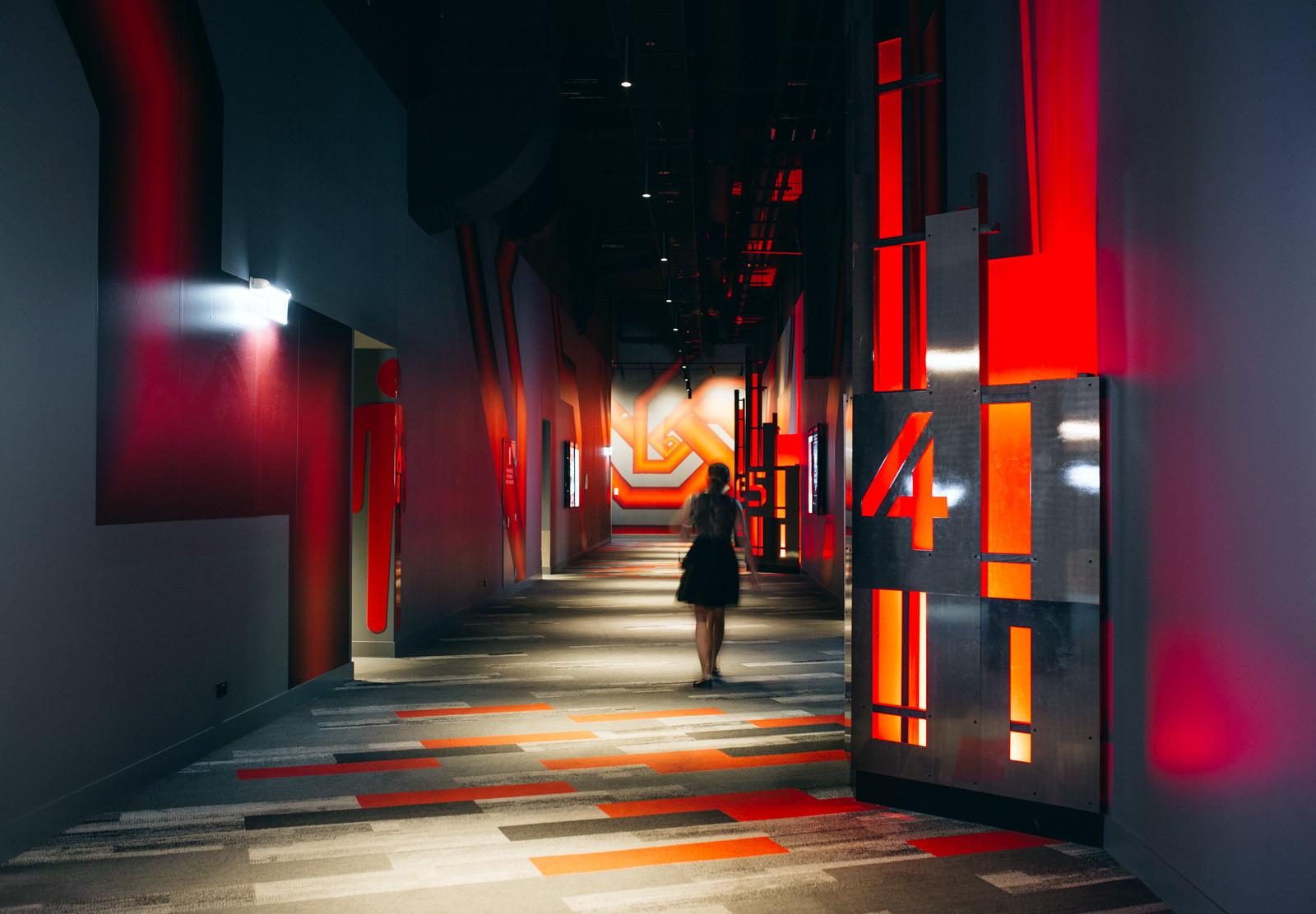春田市Event Cinemas 影院环境图形设计©Deuce Design