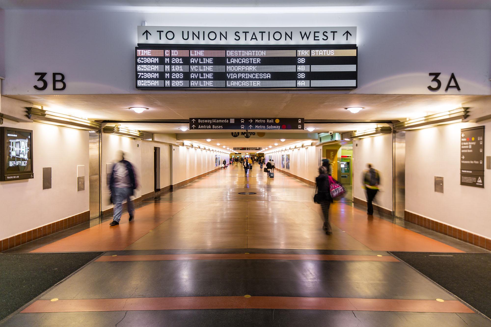洛杉矶联合车站导视系统设计©Selbert Perkins Design