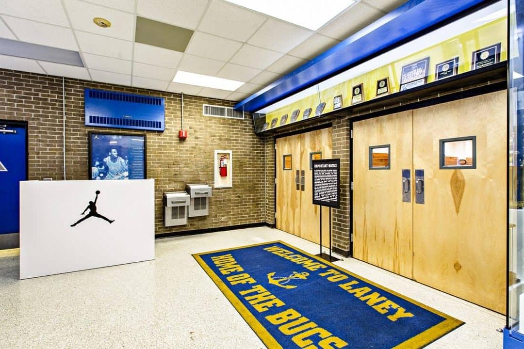 迈克尔·乔丹体育馆环境图形设计©Dimensional Innovations