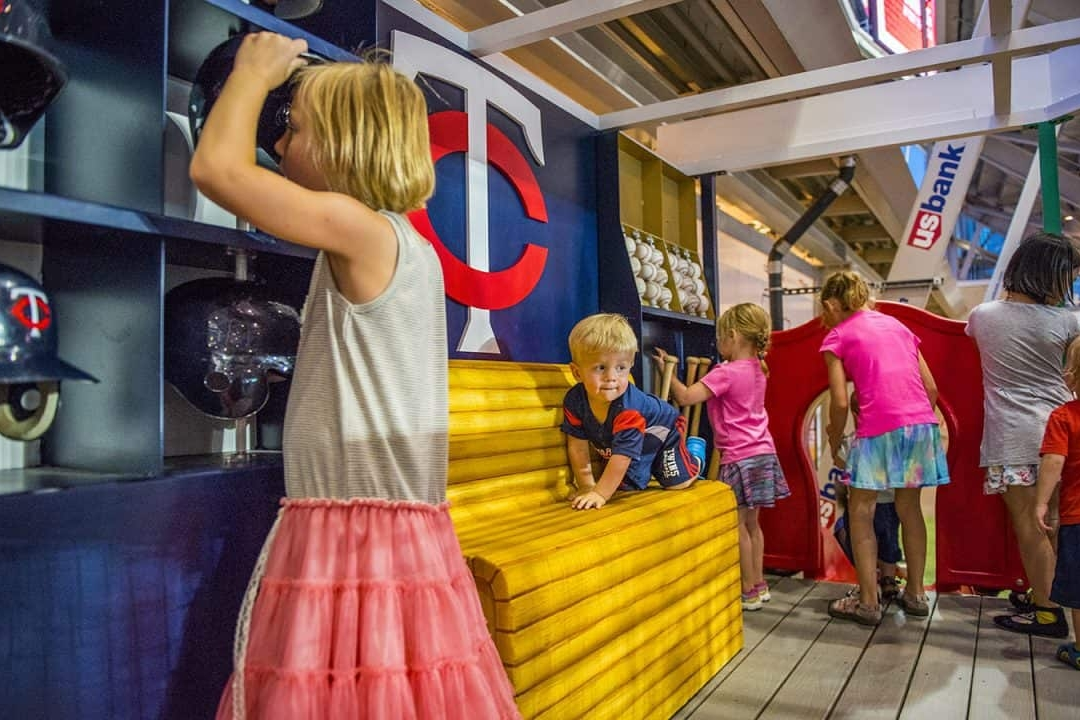 明尼苏达双城队儿童互动体验区设计©Dimensional Innovations