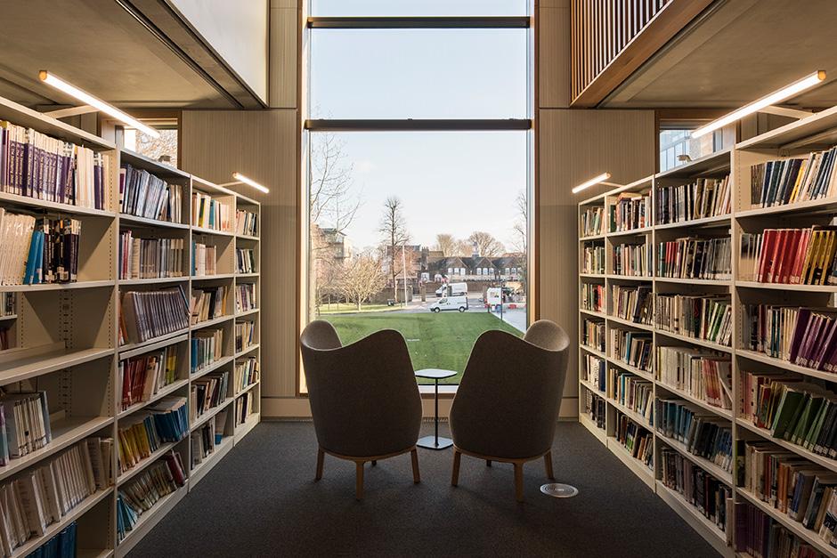 罗汉普顿大学图书馆标识设计© Thomas.Matthews