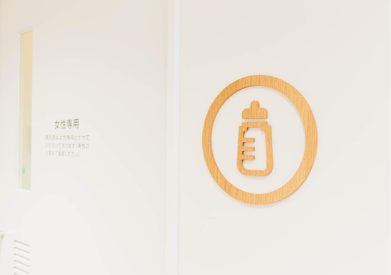 新発田駅前複合施設标识设计© ujidesign