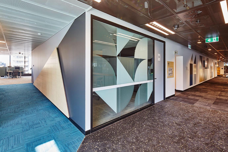 联邦银行办公楼环境图形设计©Henry Ellis Paul