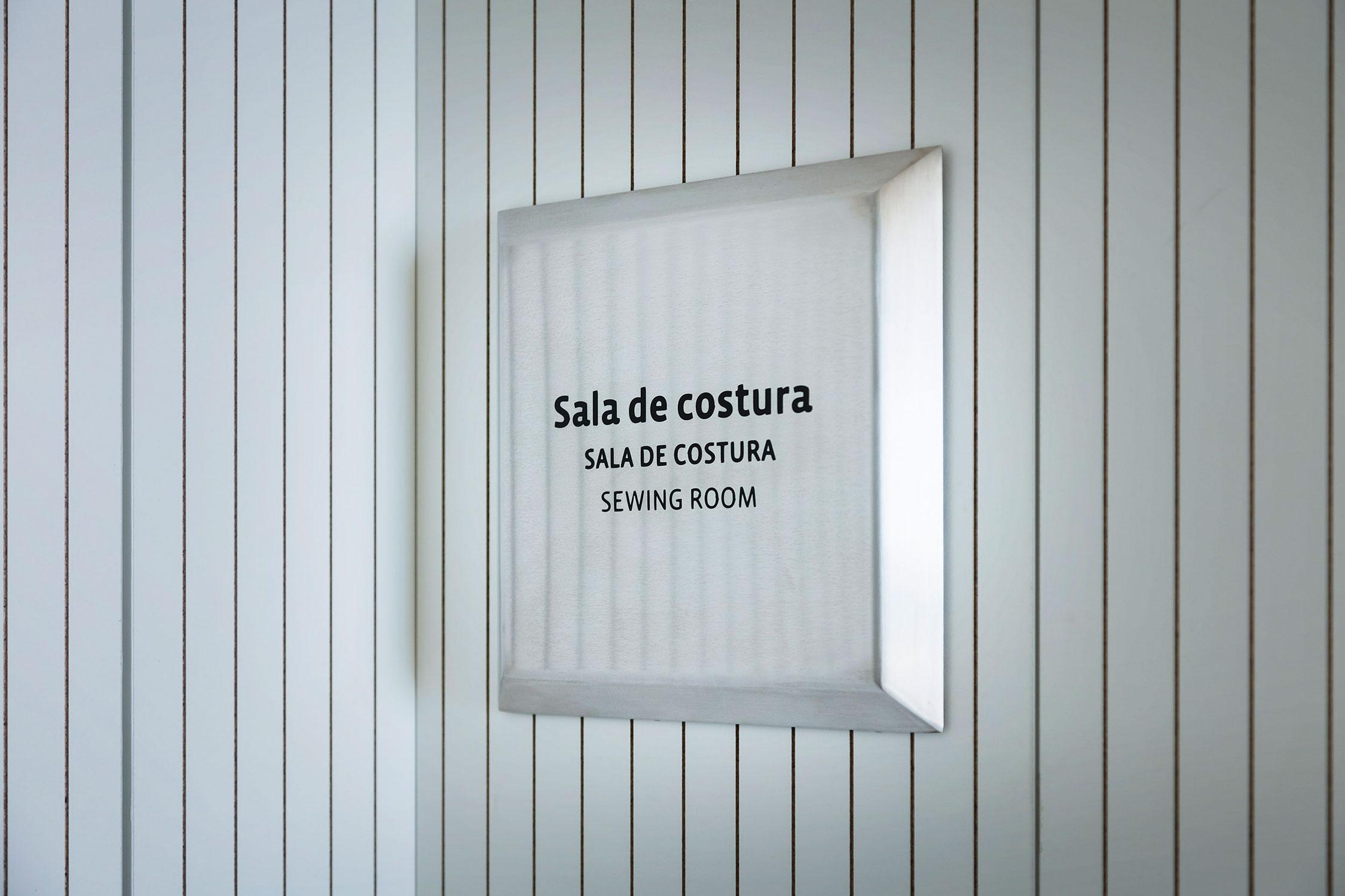 维拉德坎斯奥特莱斯折扣村标识设计©Mayúscula