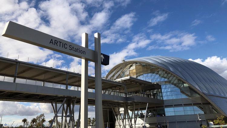 阿纳海姆地区联合运输中心导视设计©Found