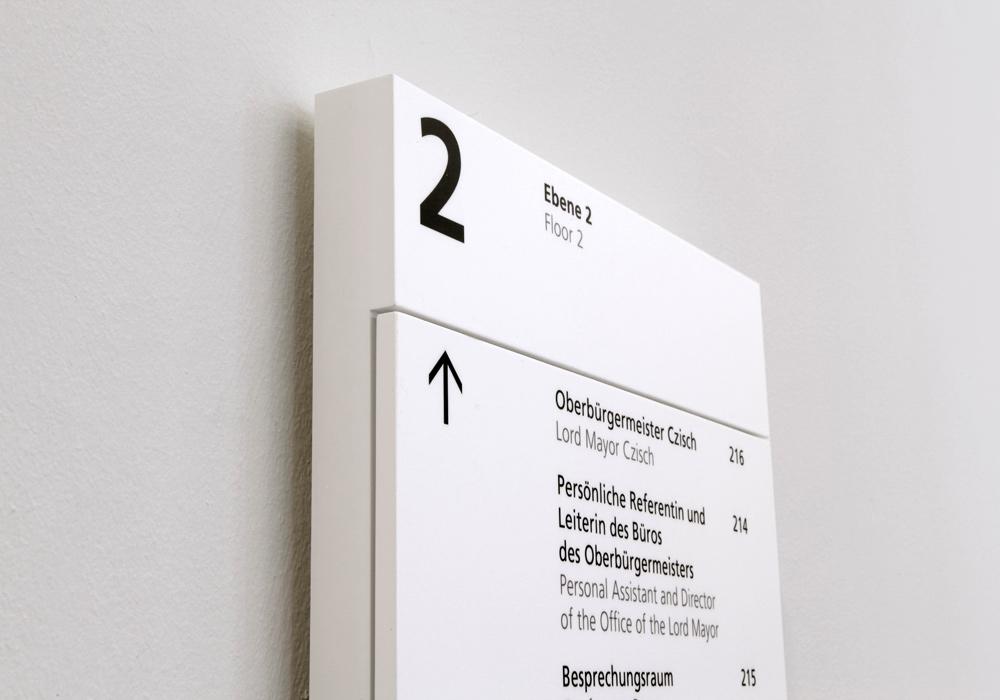乌尔姆市政厅导视设计©Braun Engels Gestaltung
