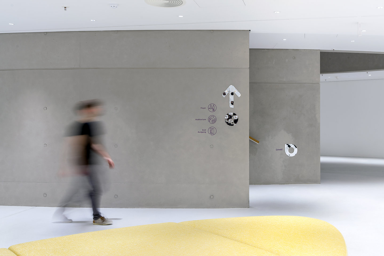 默克科技公司总部导视设计© Moniteurs