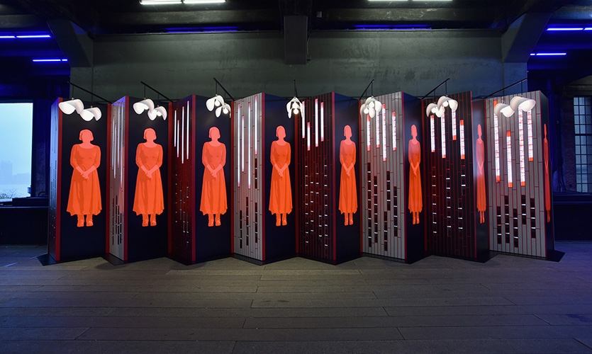 """""""女仆的故事""""展览设计©Pentagram"""