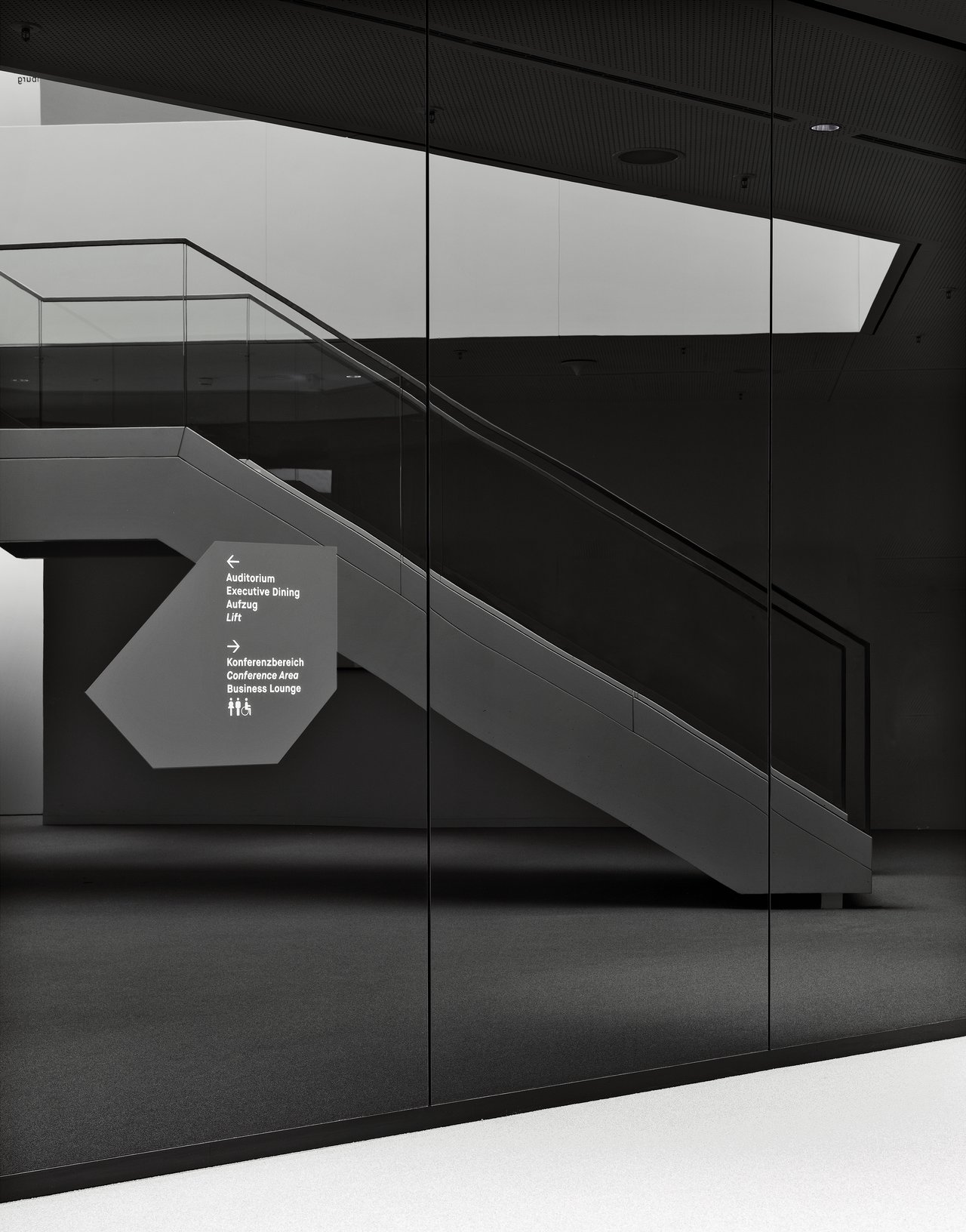 hypovereinsbank building,arabellapark  © büro uebele visuelle kommunikation