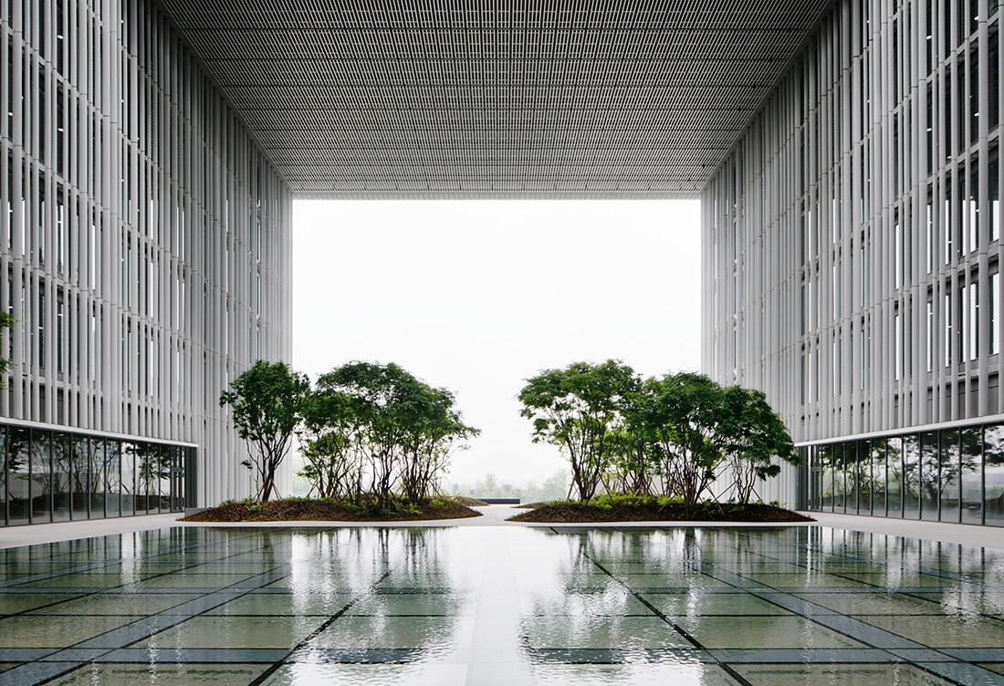 为morepacific首尔新总部Chipperfield设计的提供建筑品牌,环境图形,标牌© pentagram, Sascha Lob