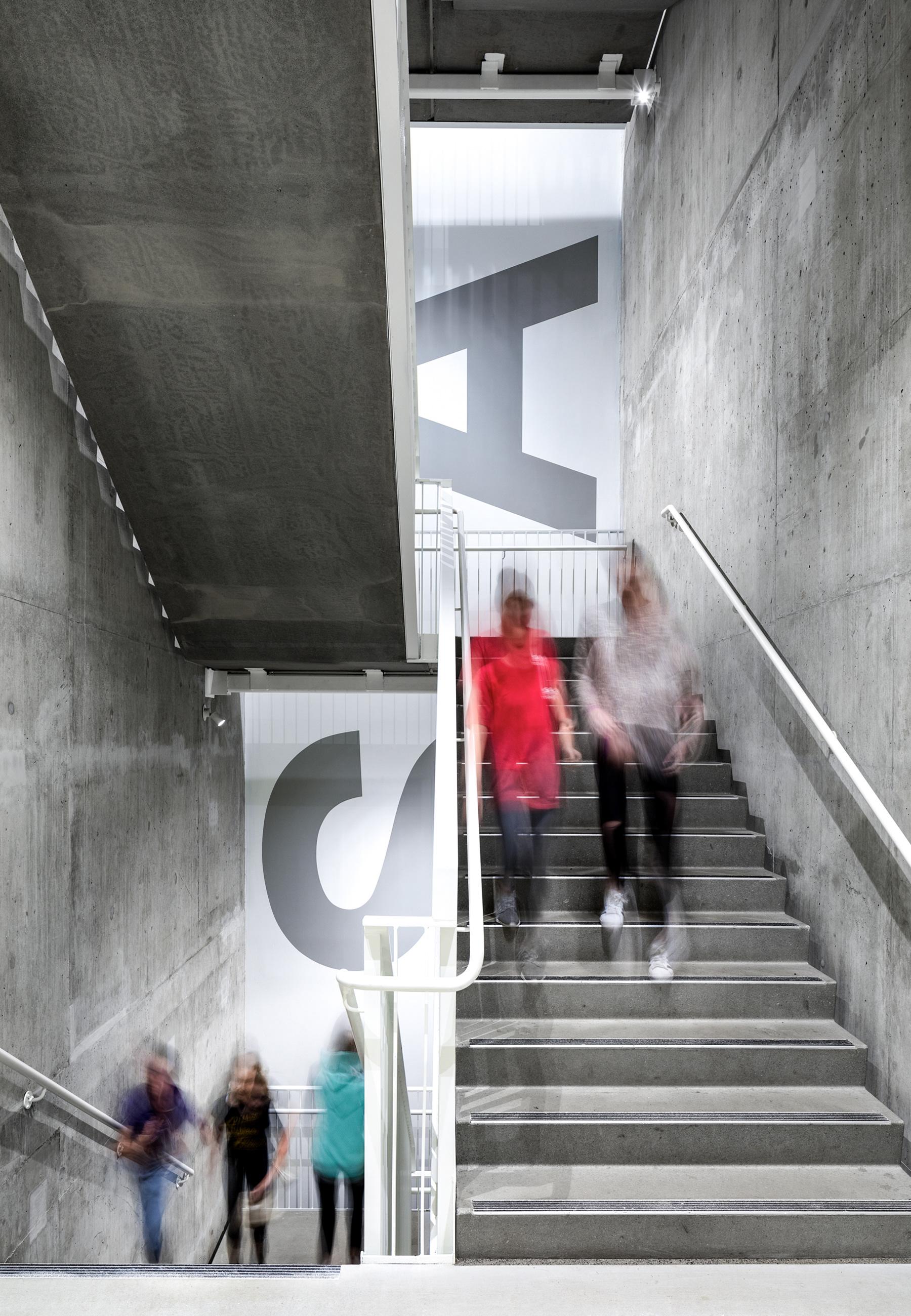 西雅图艺术与科学学院新中学标识 © Matthews