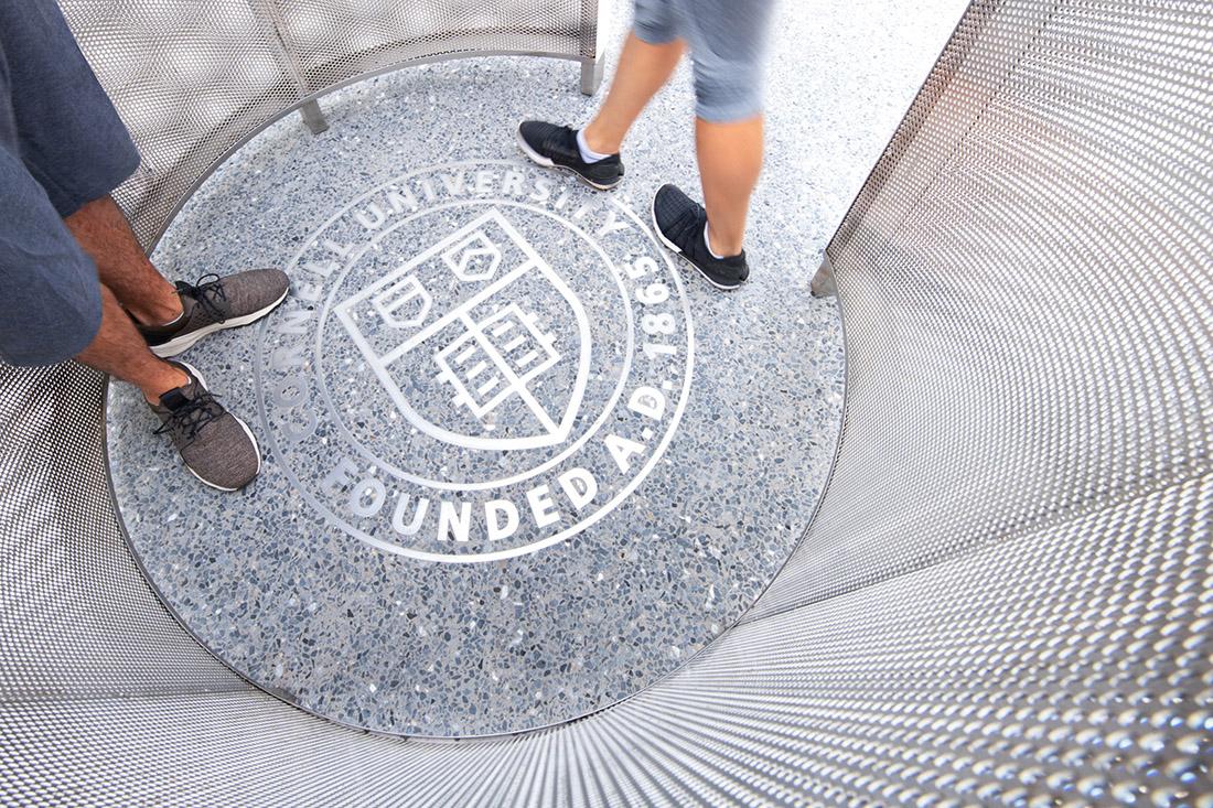 纽约罗斯福岛康奈尔科技园标识系统设计 © Pentagram