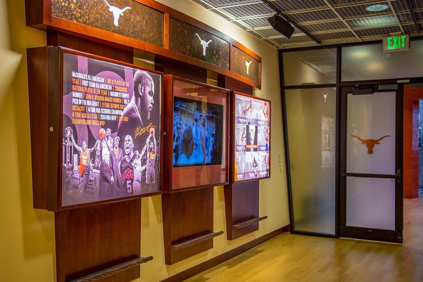 德克萨斯大学丹顿A.库勒馆环境图形设计© Dimensional Innovations